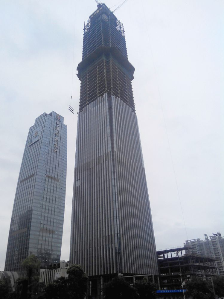 广西金融广场超高层钢结构主体完工